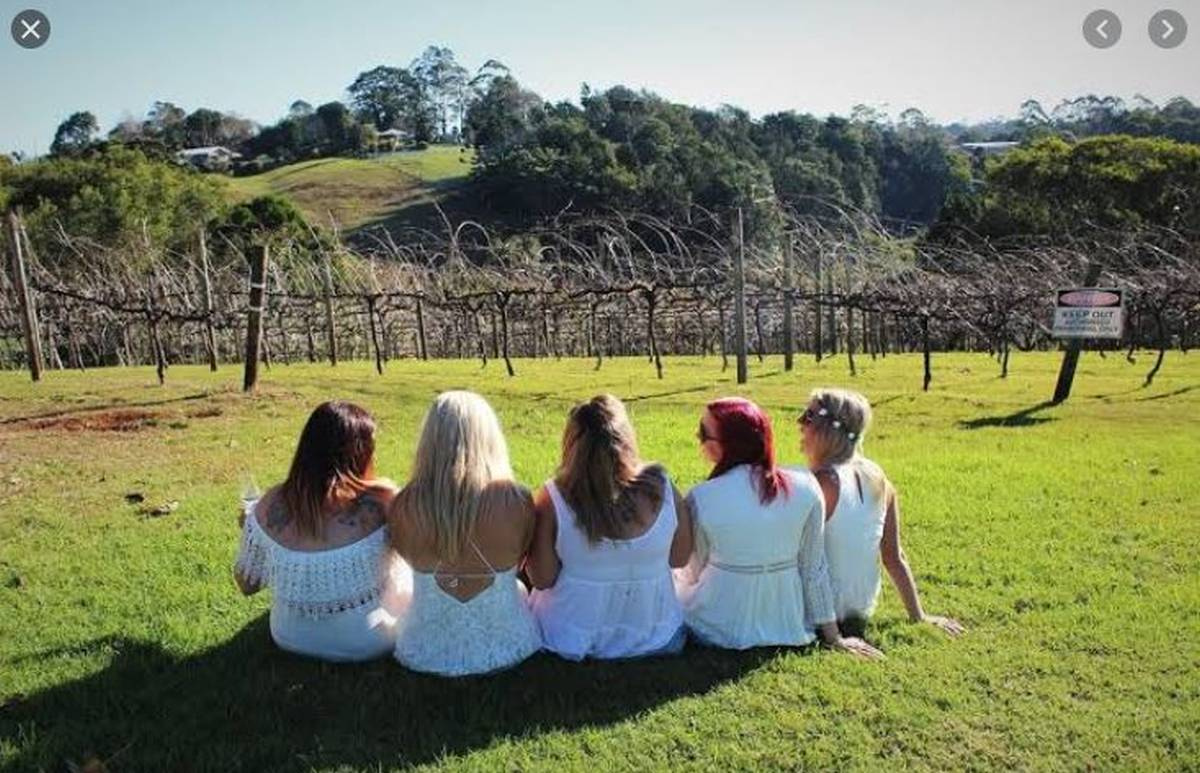 hens winery tour